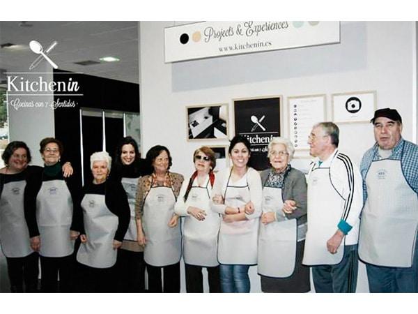 Asistentes al taller de cocina Cocinoterapia en Kitchen in Poio