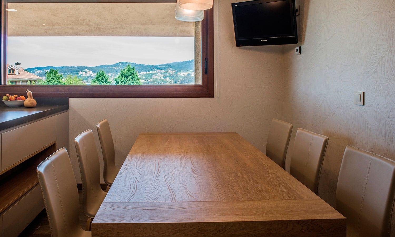Mesa de comedor en madera para cocina