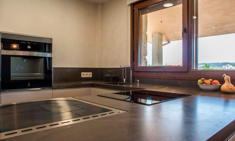 Encimera de cocina con placa, fregadero y cocina de lela