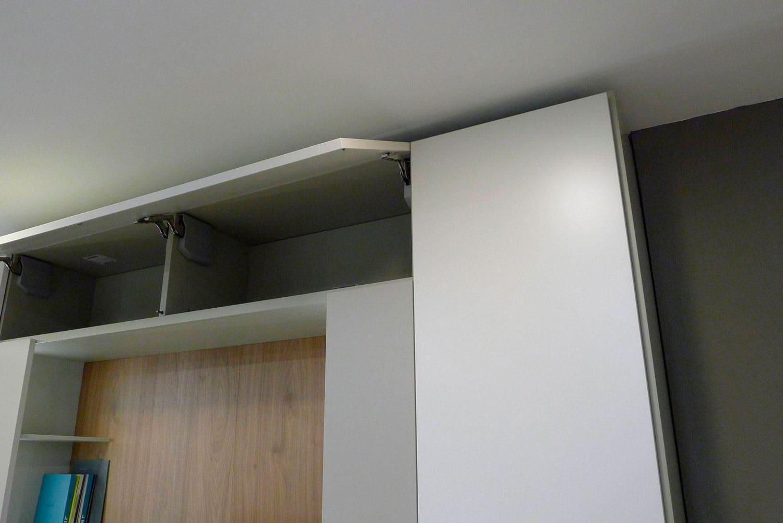Detalle mueble abatible del sistema Roomy de Caccaro instalado en exposición Kitchen in.