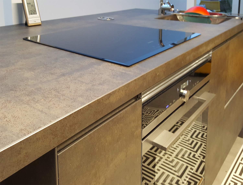 Vista de mueble bajo placa con horno integrado