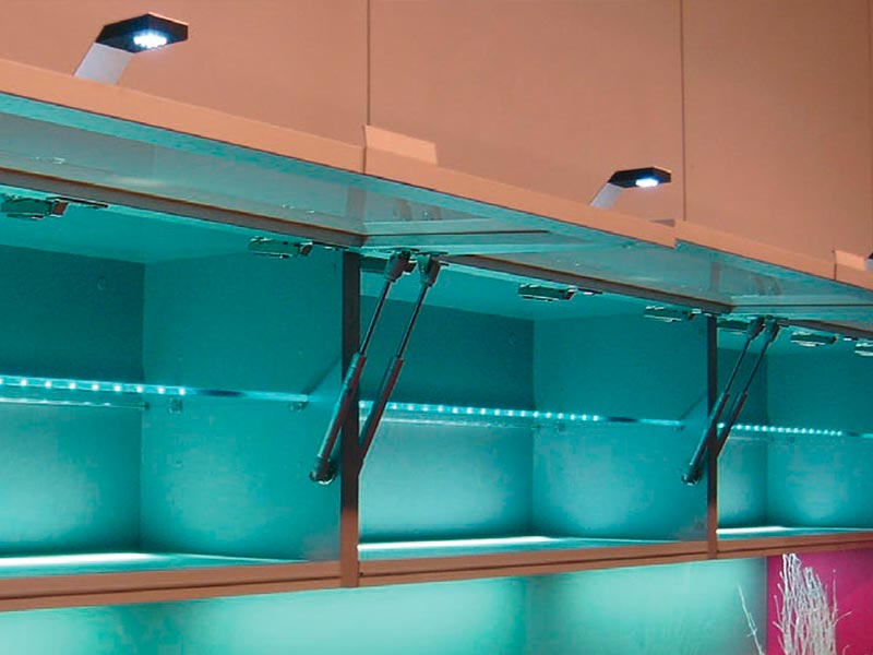 Baldas de mueble de cocina en cristal con luz led