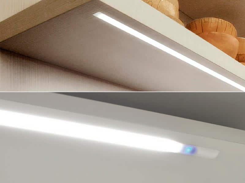 Estantes de cocina con regleta con luz
