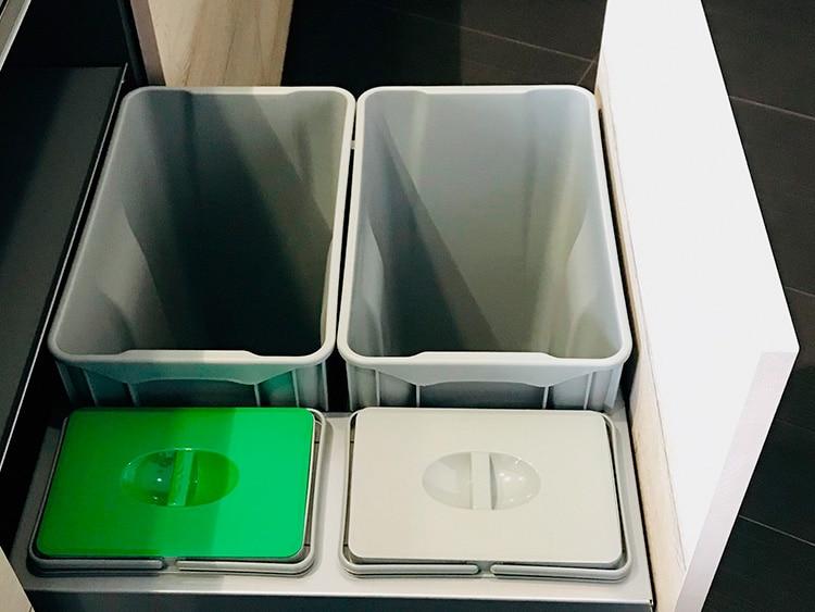 Bajo con cubos de basura (Senssia)