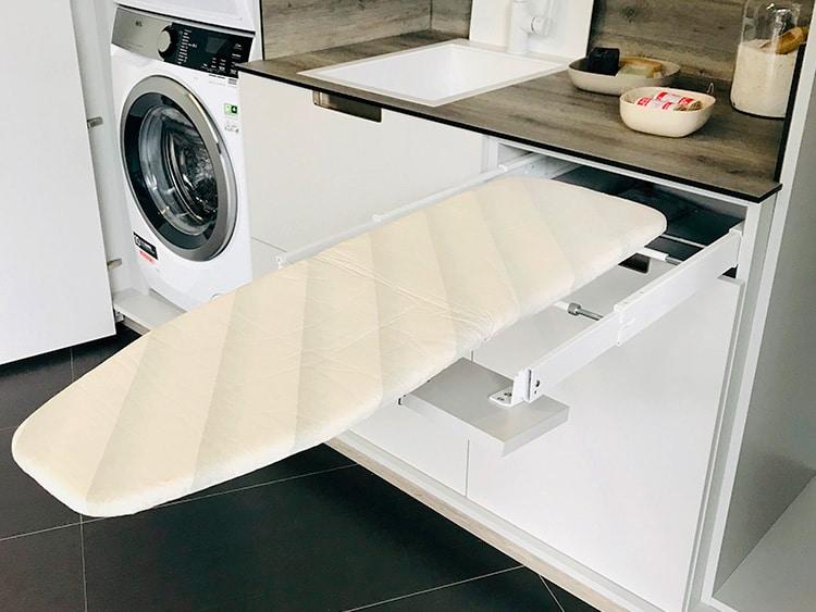 Bajo con mesa para planchar extraíble (Senssia)