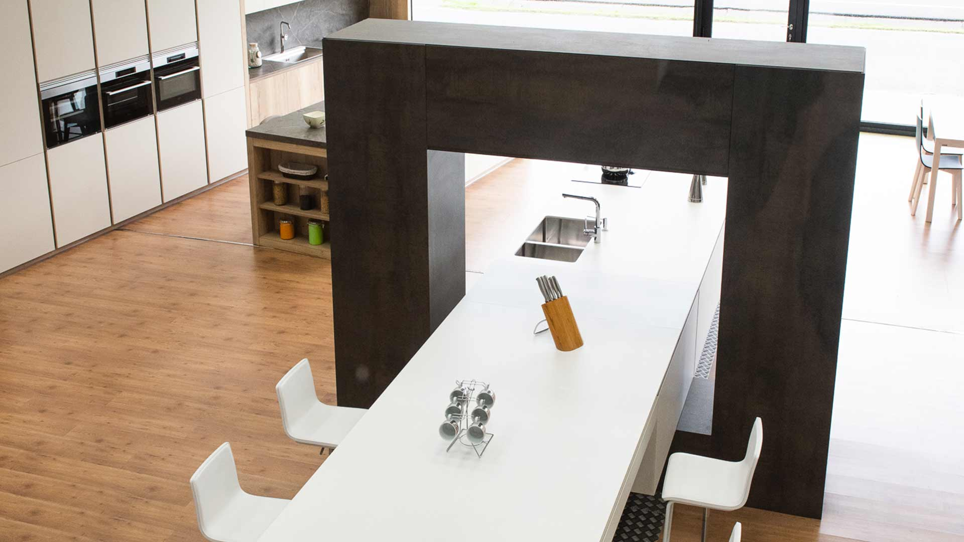 Cocina en isla con estructura Kitchen in O Grove