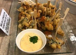 Mejillones en tempura, plato del Showcooking realizado por Kitchen in