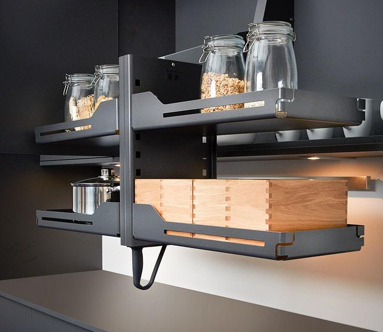 Alto dos puertas con bandejas pivotantes para cocinas accesibles