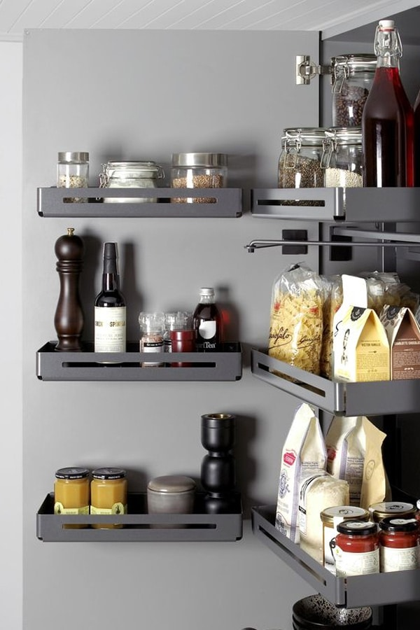 Columna extraíble despensa para ordenar tarros, paquetes de comida, botellas, etc.