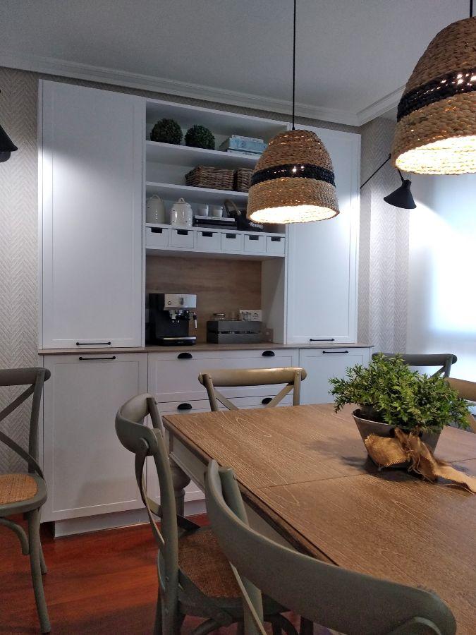 Aparador de cocina en blanco realizado con mobiliario Senssia